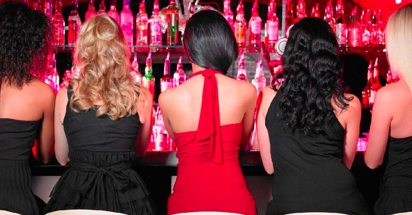 Фото нескольких девушек сзади
